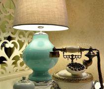 白色电话几台灯装饰图片