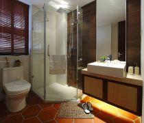 两居室卫生间淋浴隔断的装修效果图片