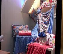 床上用品专卖店展示架设计装修效果图