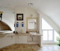 最新阁楼厕所吊顶装修图